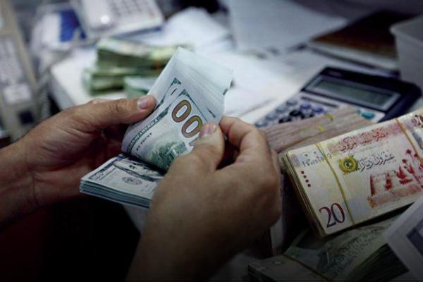 صورة انتعاش الدينار مُقابل الدولار.. الأسباب والسيناريوهات المُتوقعة