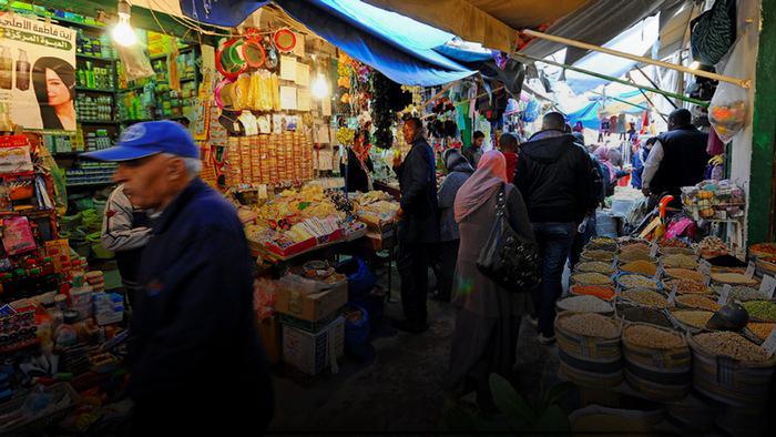 "Photo of رمضان بعيون ليبية.. عُقد عديدة أمام ""السبيزة"" والسُفرة"