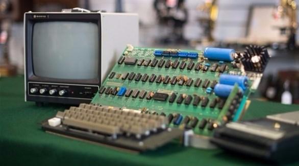 """Photo of كم باعت """"أبل"""" أول جهاز صنعته؟"""