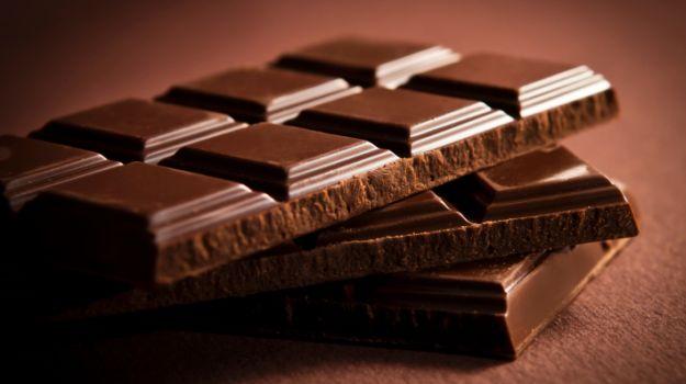"""Photo of الشوكولاتة.. """"سر دواء"""" لمرض خطير"""