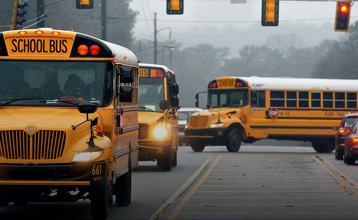 طلاء حافلات المدارس