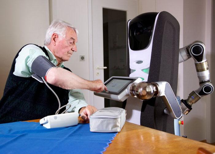 "Photo of ""الروبوت"" إيما تهتم بمرضى ""الخَرَف"" في ألمانيا"