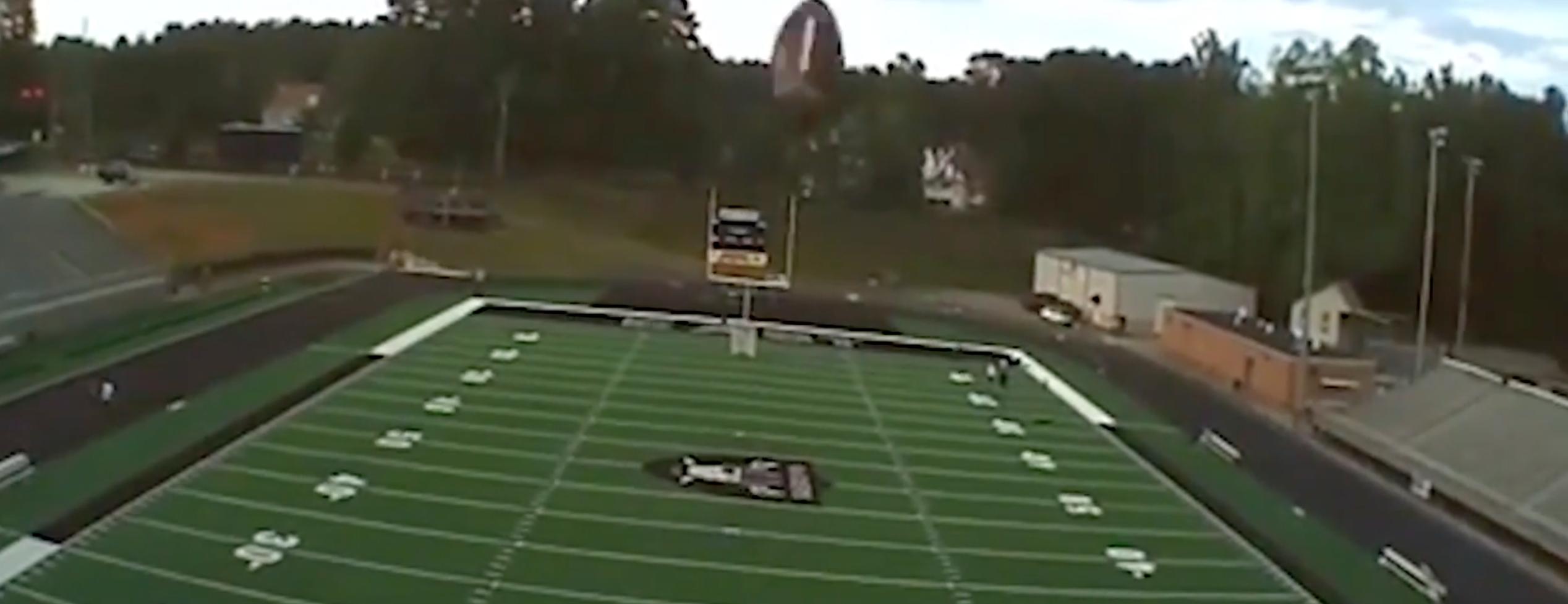 لاعب يُسقط طائرة بدون طيار بتسديدة