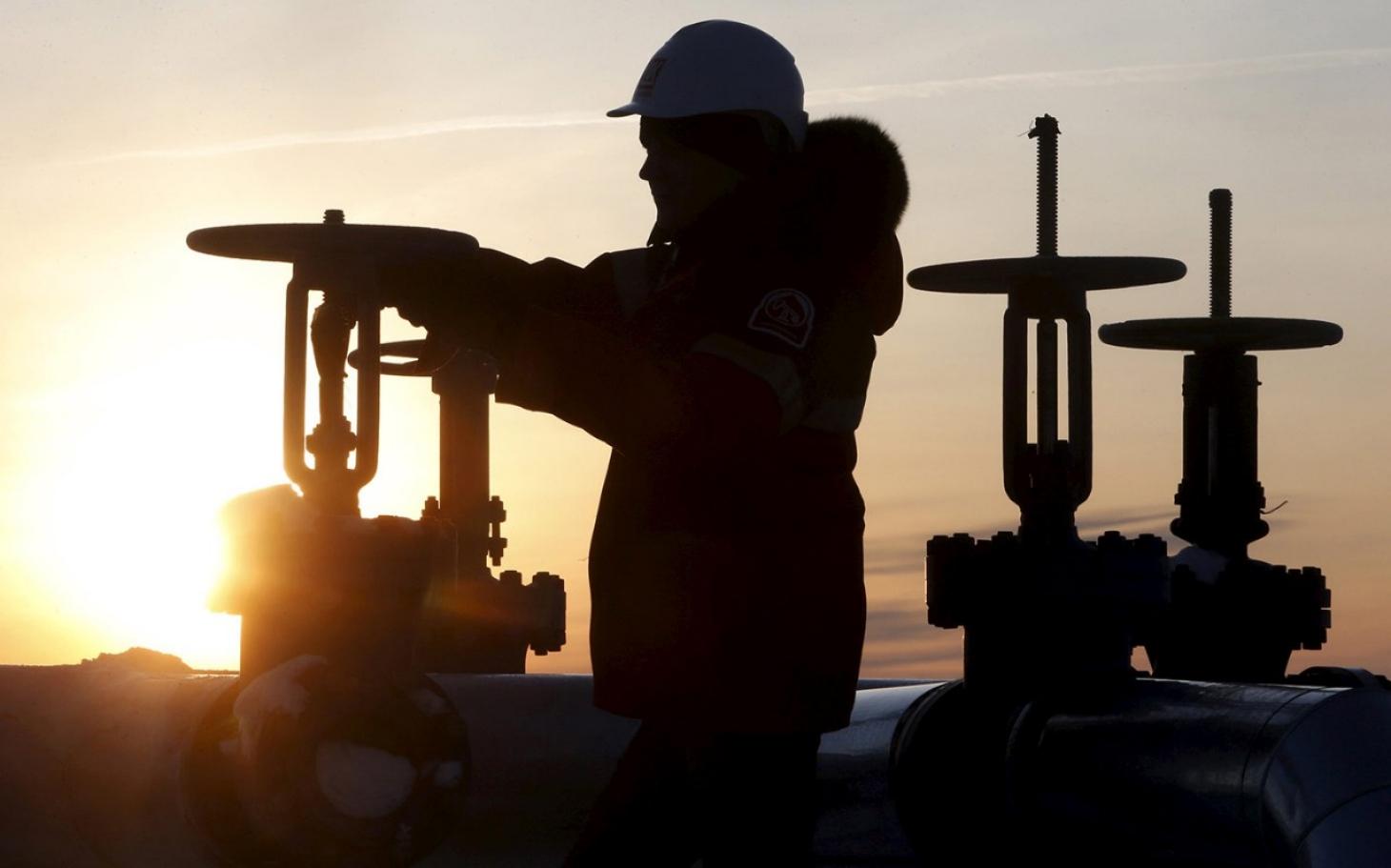 Photo of النفط يتجه لتحقيق أكبر مكسب سنوي منذ 2016