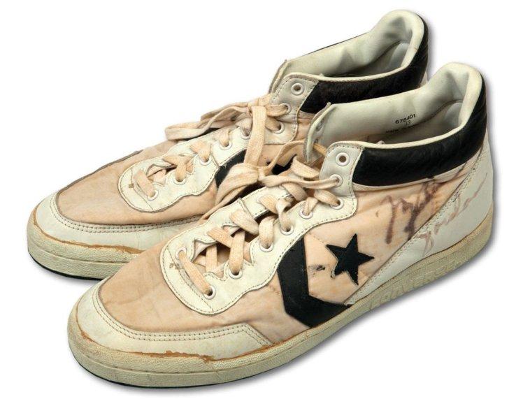 حذاء رياضي مستعمل