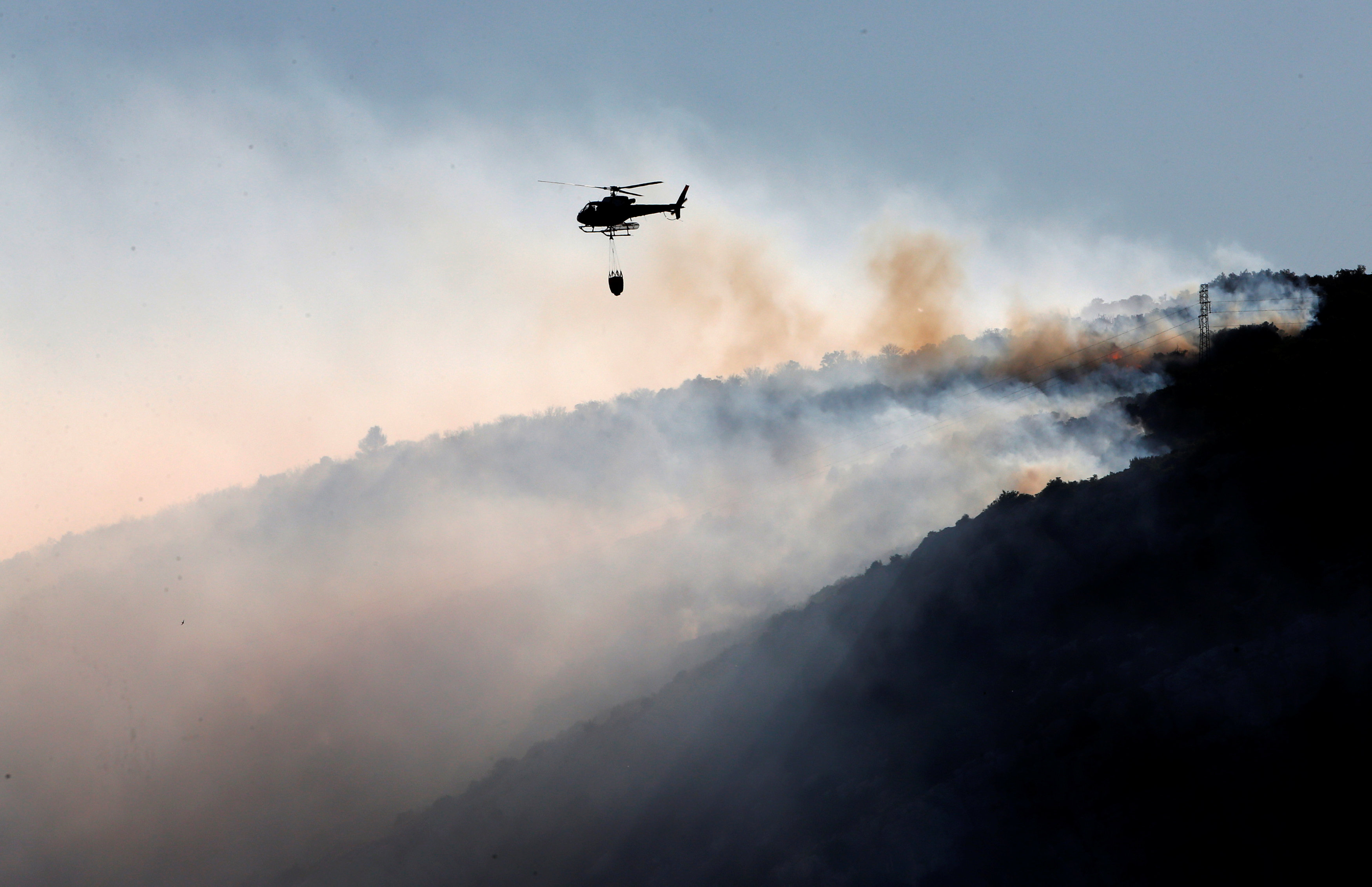 الحرائق تدمر 1400 هكتار من الغابات في جنوب فرنسا