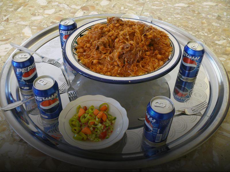 طعام وقمامة أقل و بذخ غامض.. ليبيا تتبدّل