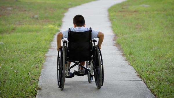 """Photo of """"كرسي متحرك"""" يعمل بـ""""نظرات العين"""" لمرضى """"الشّلل التام"""""""