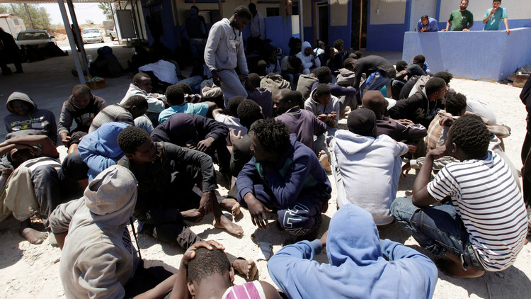 مركز الحمراء ينقل 150 مهاجرا من غانا إلى معيتيقة