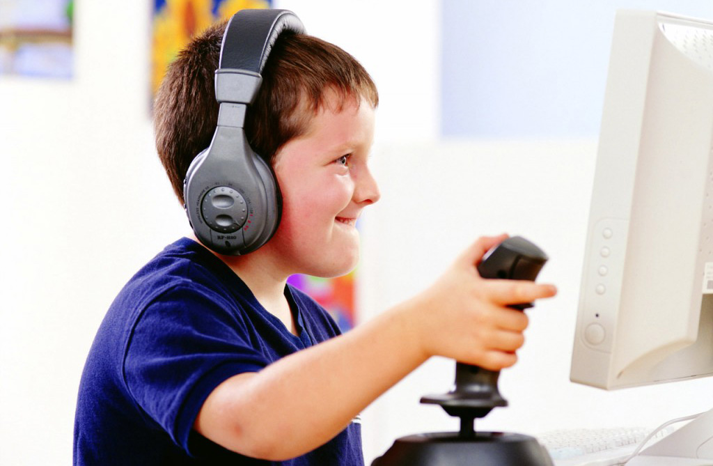 "Photo of الأصوات المرتفعة للألعاب تؤذي ""أذُن"" طفلك.. أبعده عنها"