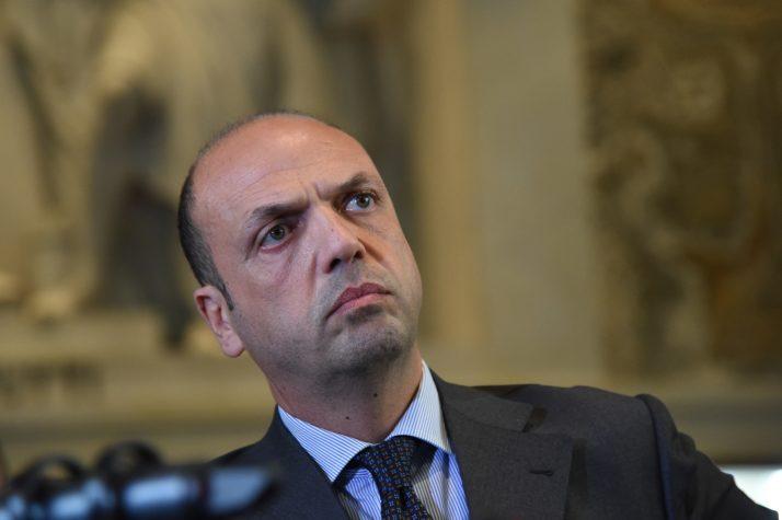 وزير الخارجية الإيطالي أنجلينو ألفانو