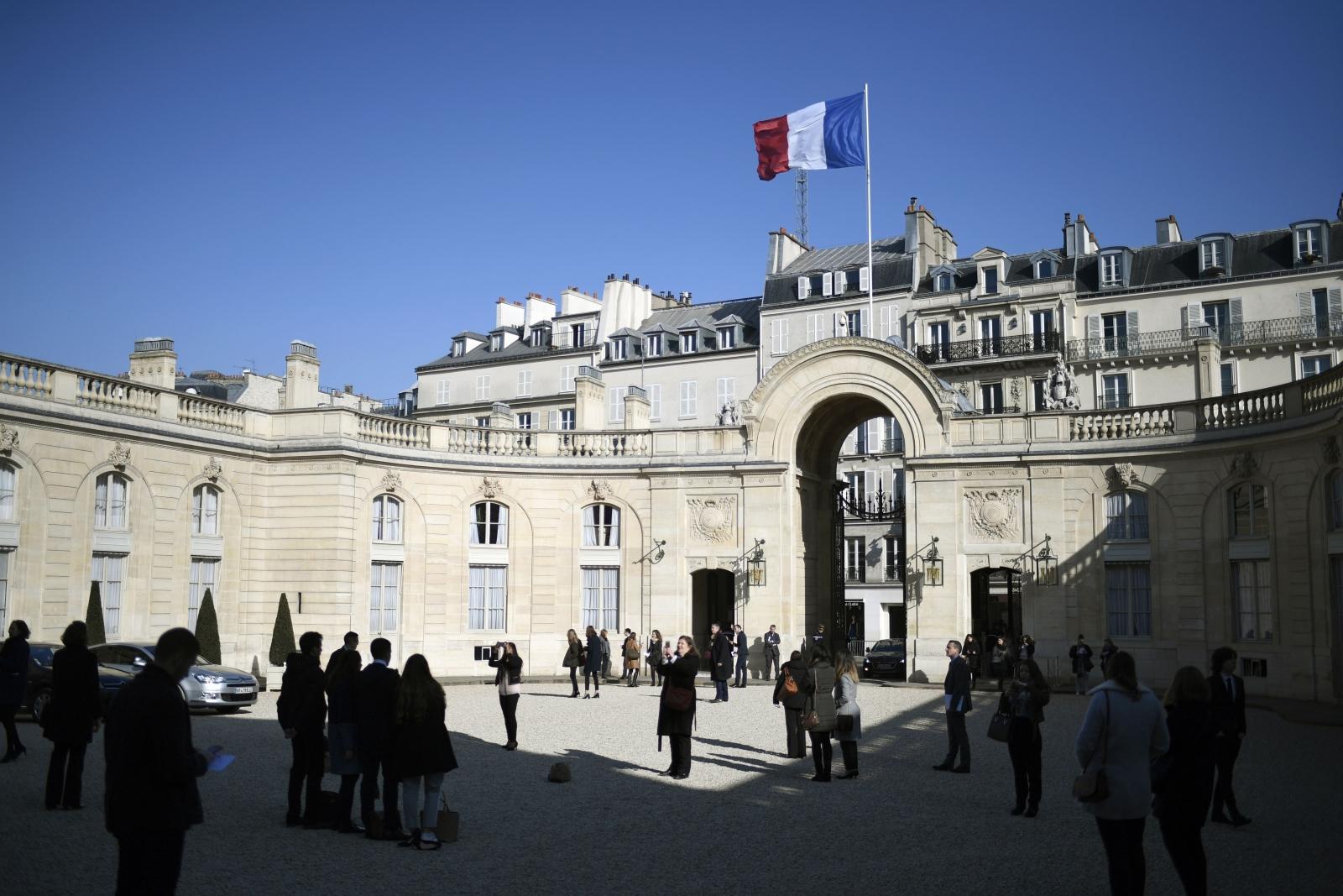 Photo of البيان المشترك – باريس : العمل على تحقيق المصالحة الوطنية والعدالة الانتقالية وعودة النازحين