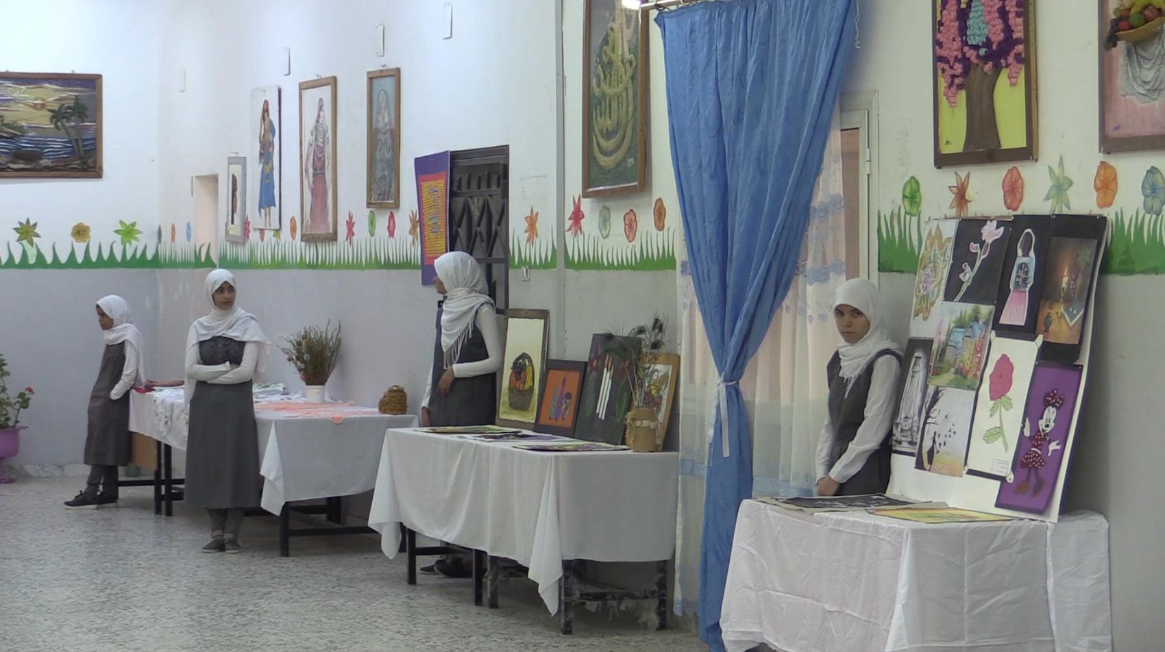 Photo of ترهونة.. أعمال فنية بمعرض في ثانوية فاطمة الزهراء