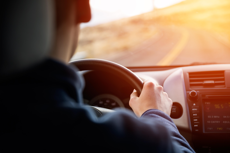 """صورة قيادة السيارة لوقتٍ طويل.. شيخوخةٌ لـ""""المخ"""" و""""القلب"""""""