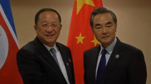 الصين وكوريا الشمالية تعقدان محادثات في مانيلا