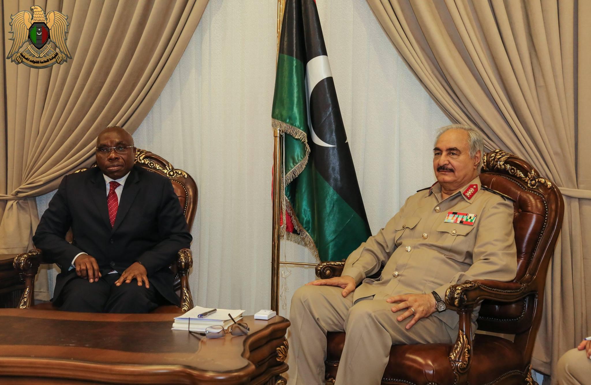 """Photo of المشير يبحث مع مبعوث أفريقي """"دعم الجيش الوطني"""""""