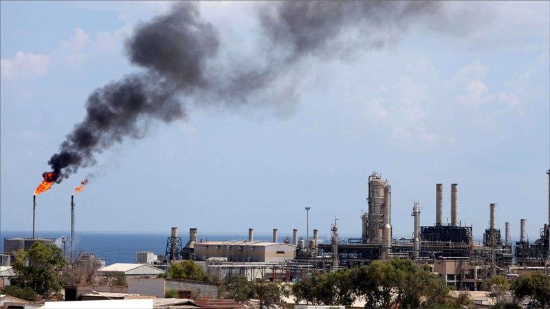 Photo of انفجار قذيفة بالقرب من مصفاة الزاوية.. وصنع الله يندد