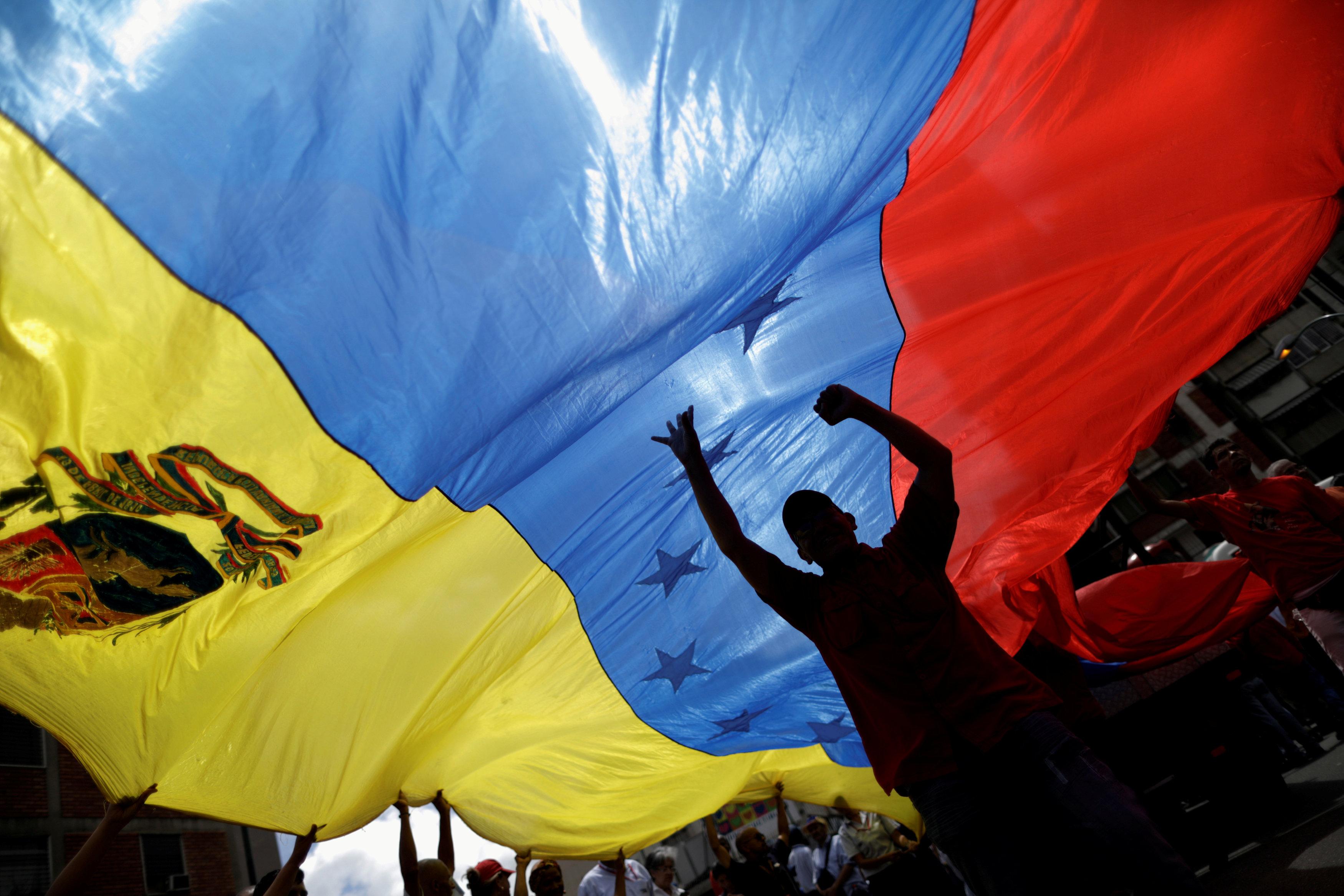 "Photo of فنزويلا تثير ""اشتباكاً دولياً"".. وروسيا ترسل ""عناصر سرّية"""