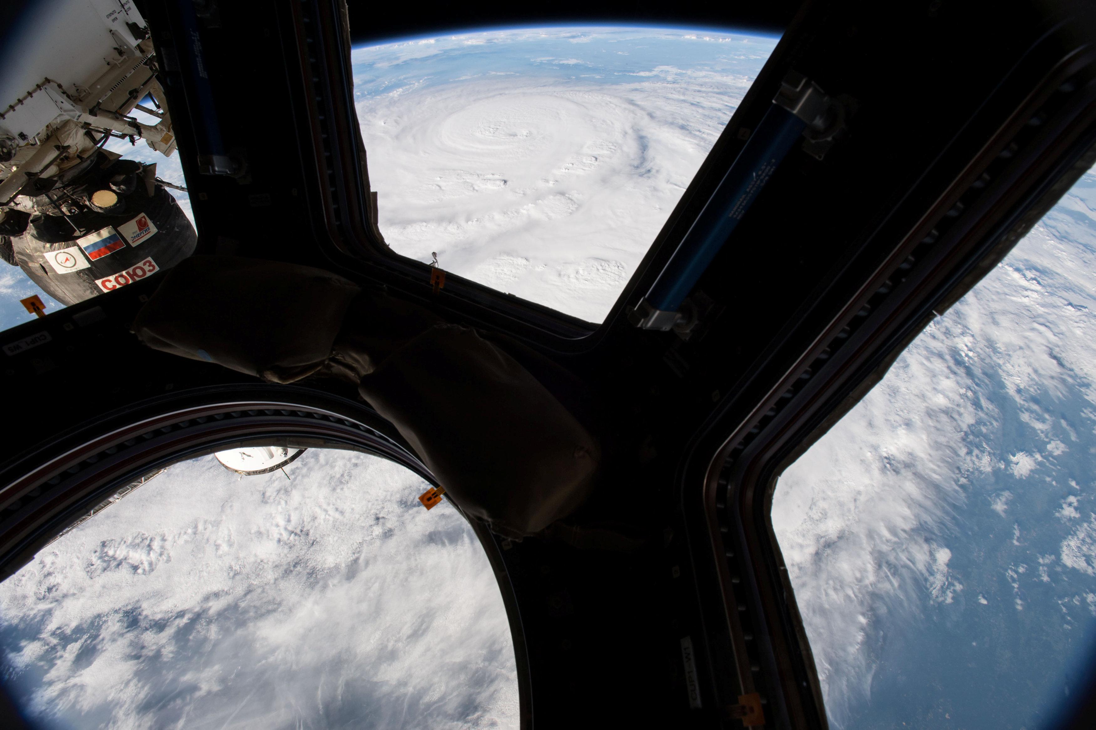 كاميرات (ناسا) تلتقط صورا للإعصار هارفي