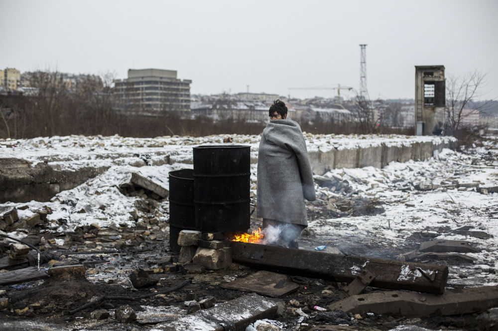 "Photo of ""مهاجرون في بلغراد"" تحصدجائزة ""التصوير الإنساني"""