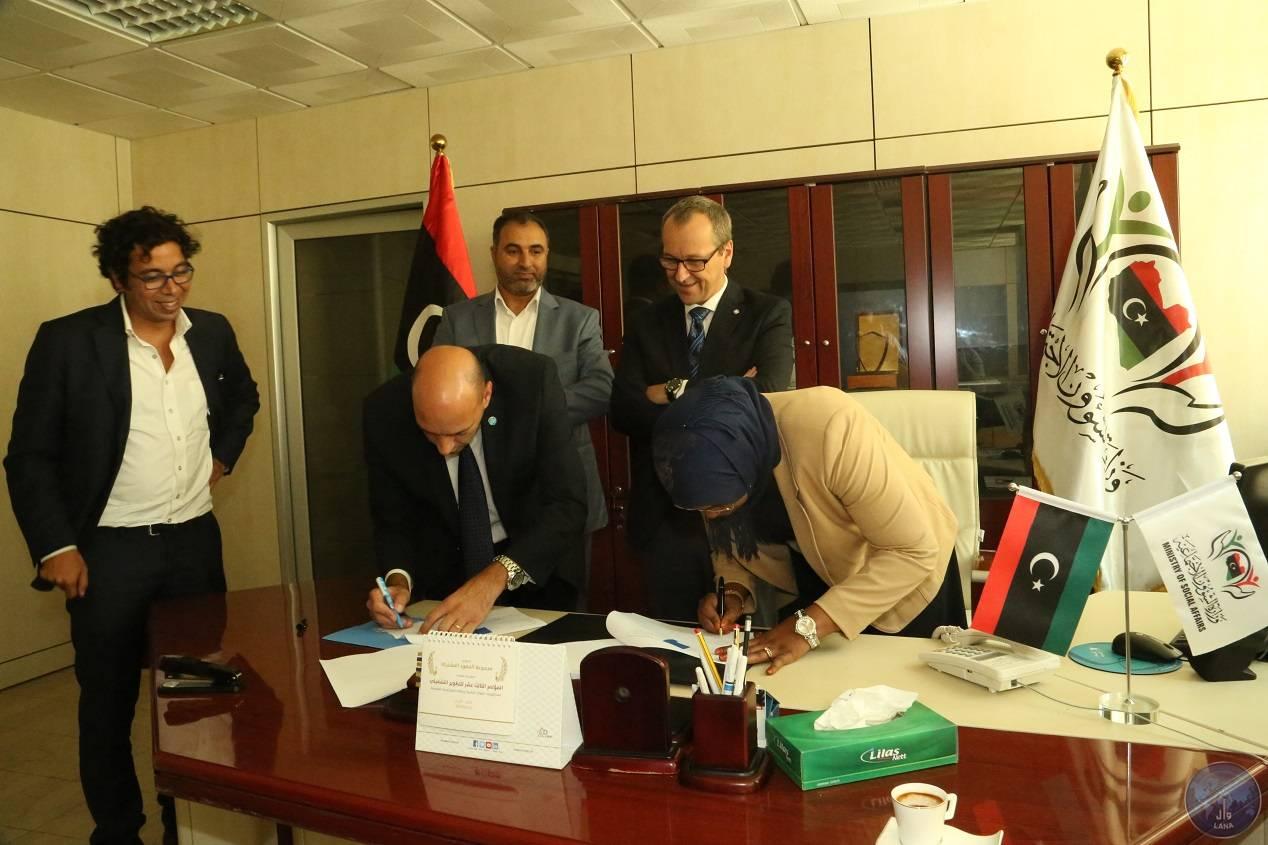 """Photo of """"الوفاق"""" توقع اتفاقية مع """"اليونسيف"""" لحماية الأطفال"""
