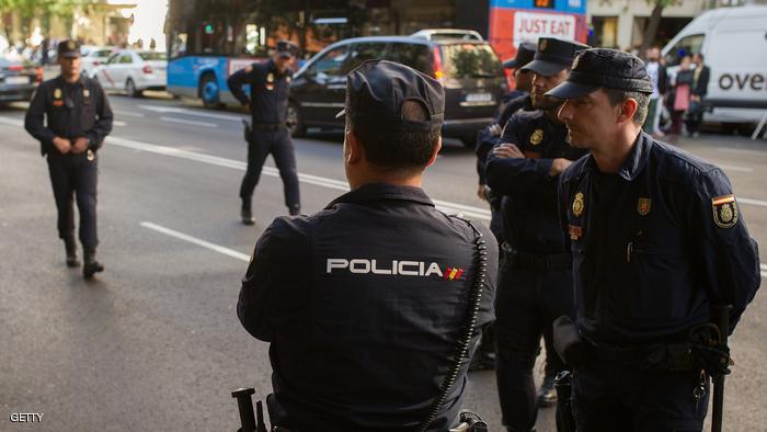 Photo of الشرطة الإسبانية تقول إنها قتلت شخصا كان يضع حزاما ناسفا  غربي برشلونة