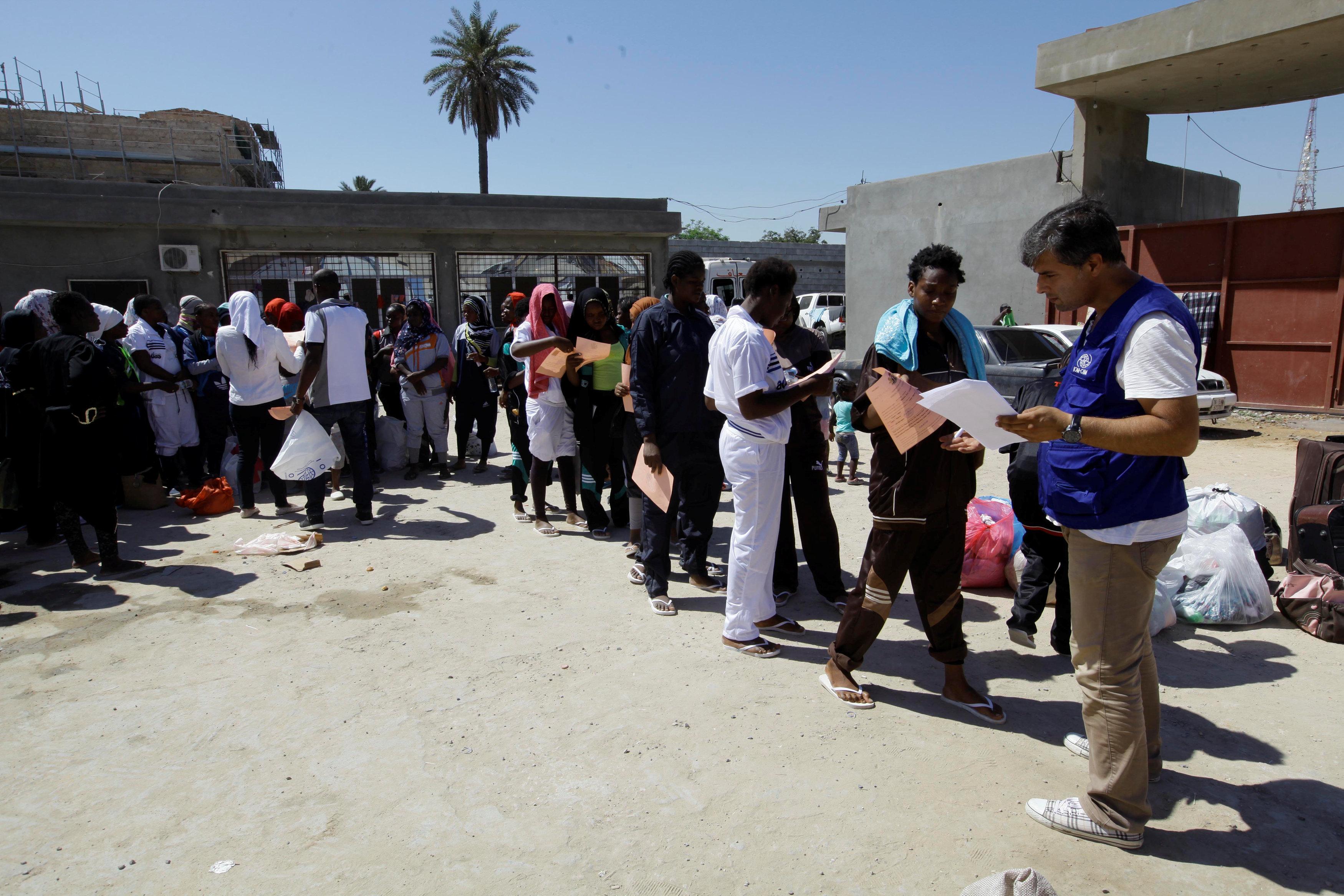 صورة ليبيا تُرَحل 135 مهاجرا غير قانوني إلى نيجيريا