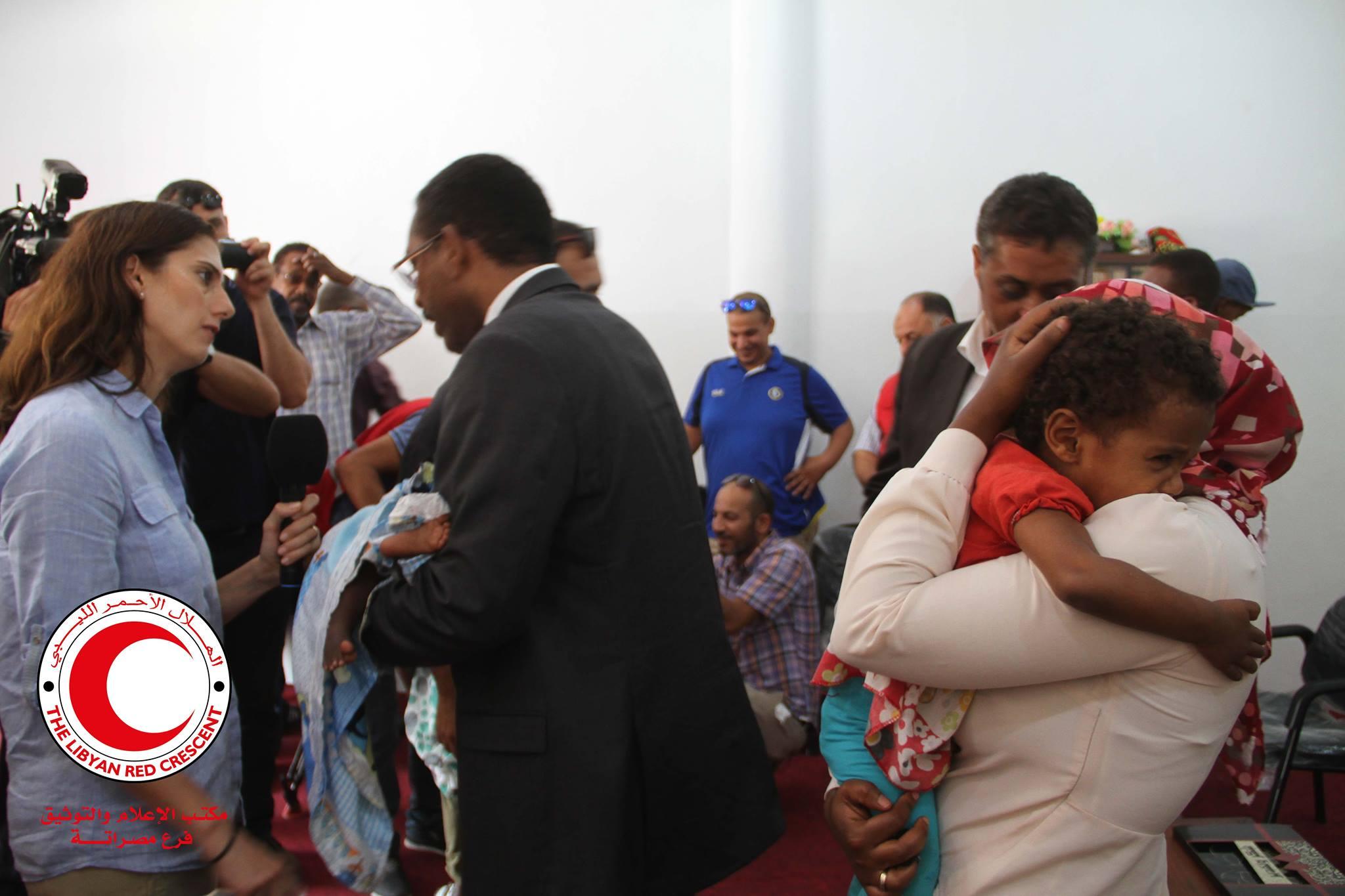 Photo of تسليم 4 أطفال سودانيين أنقذوا خلال معركة سرت