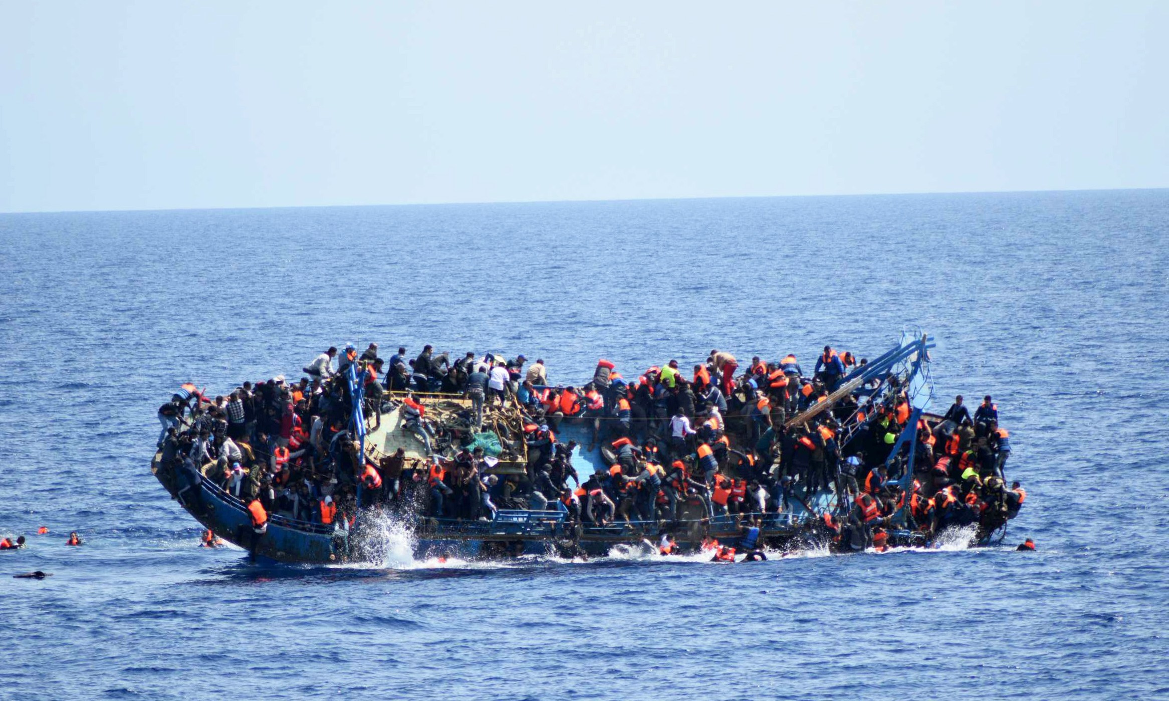 Photo of خفر السواحل ينقذ 500 قبالة ساحل طرابلس