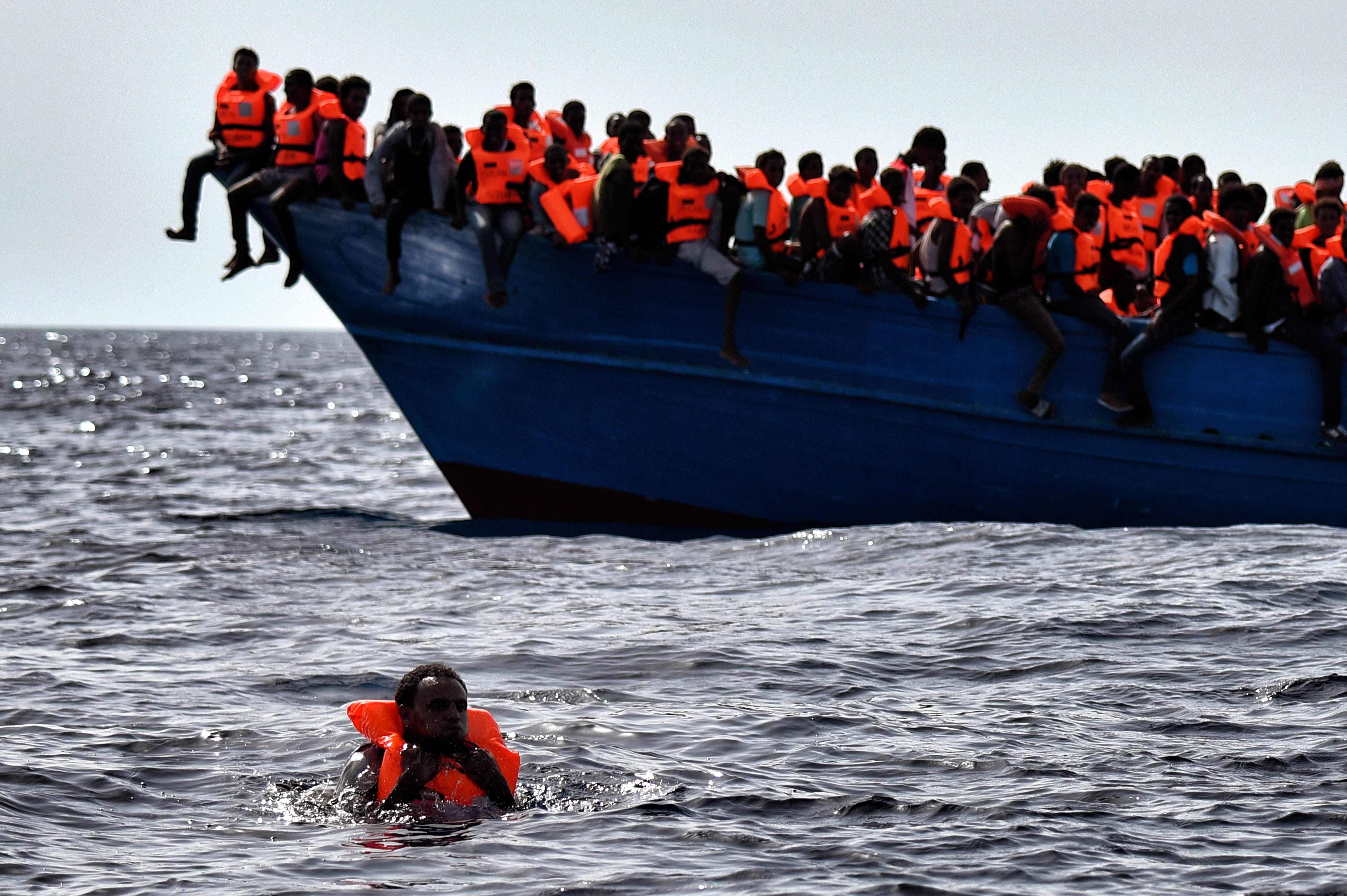 "Photo of عدد كبير من ""المهاجرين"" يصل سواحل ""سردينيا"" الإيطالية"