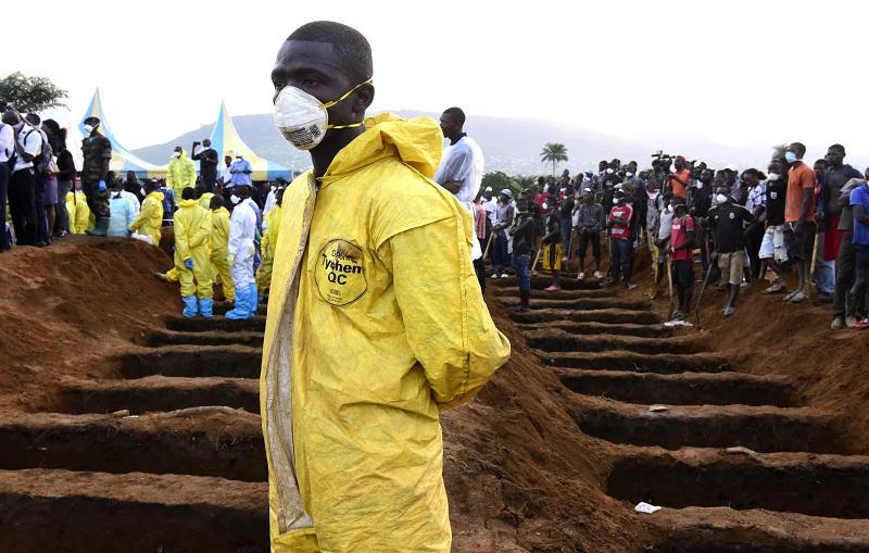 صورة 499 قتيلا جراء الفيضانات في سيراليون