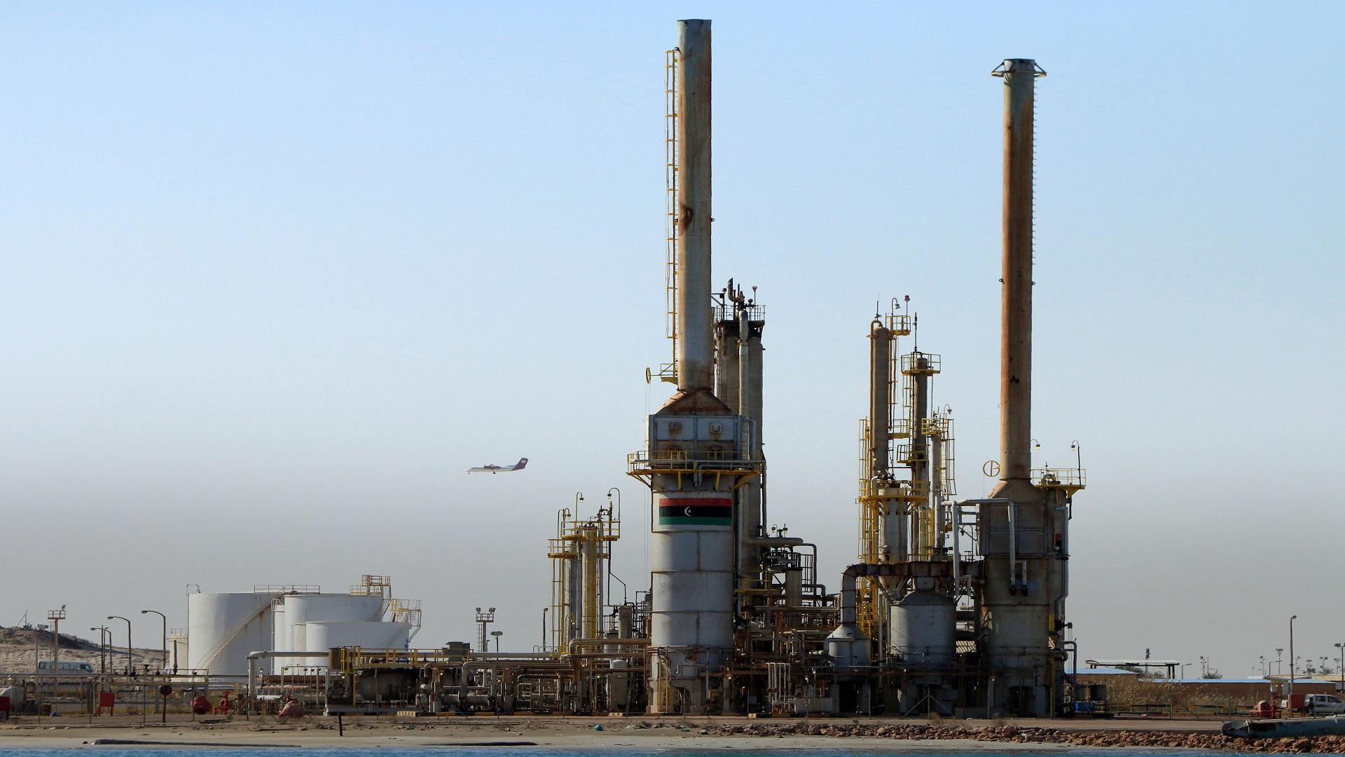 """Photo of مصدر بقطاع النفط لـ""""رويترز"""": إعادة فتح حقل الشرارة بعد إغلاق خط الأنابيب لأسبوعين"""