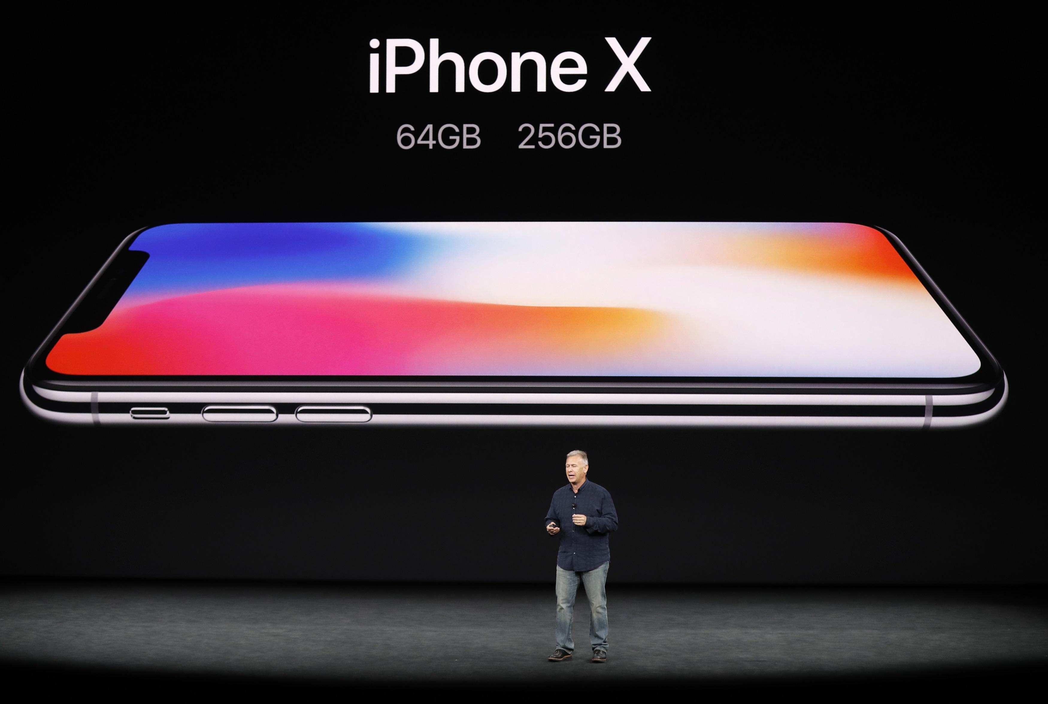 صورة السعر والمواصفات.. كل ما تريد معرفته عن هاتف آيفون X من آبل