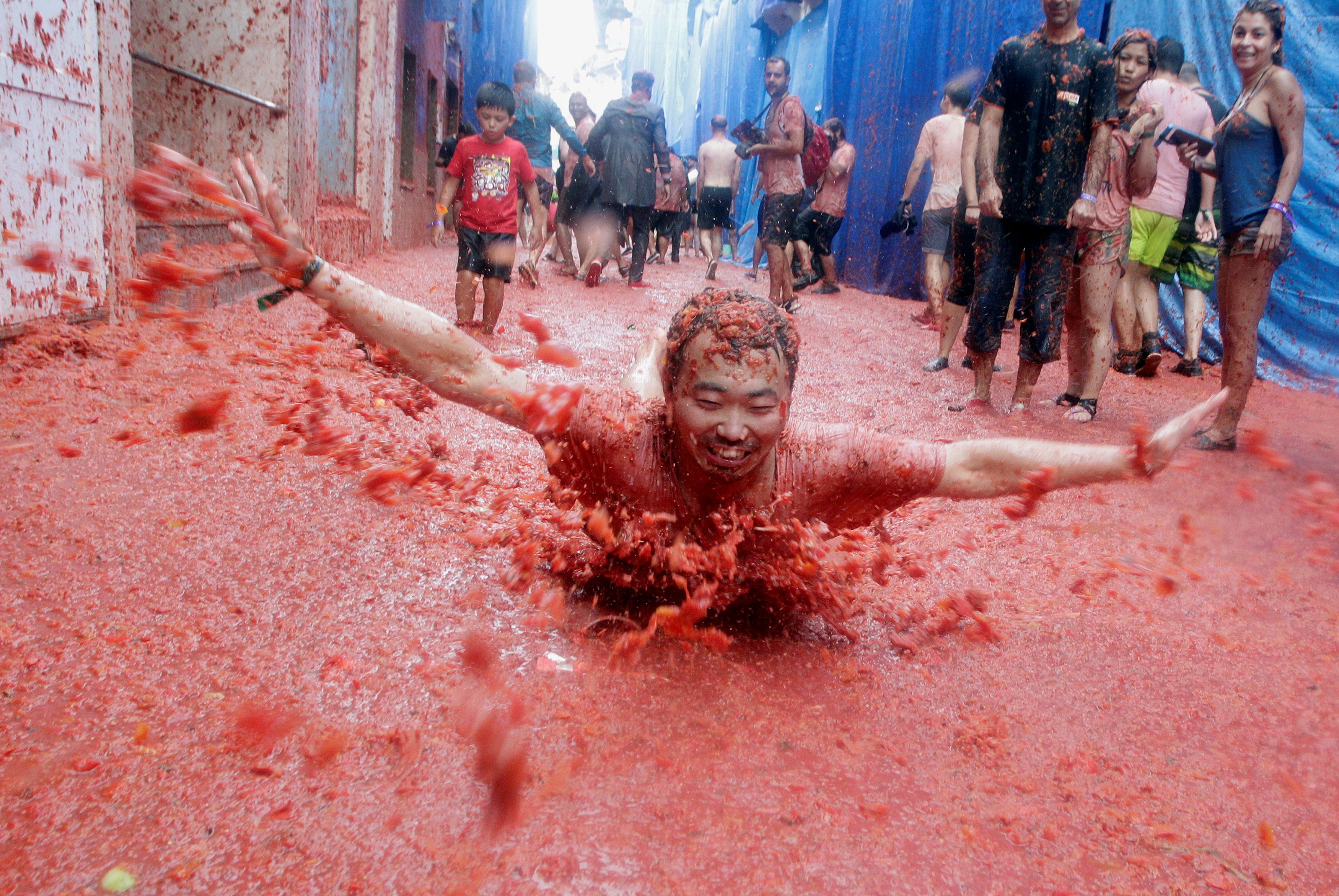 مهرجان حرب الطماطم