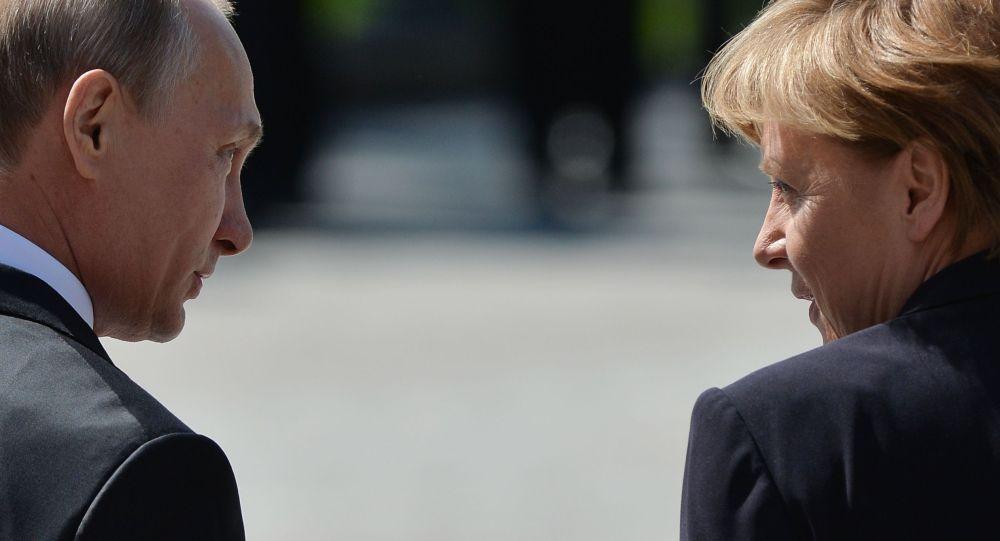 Photo of بوتين وميركل يتفقان على تكثيف الجهود لحل أزمة ليبيا