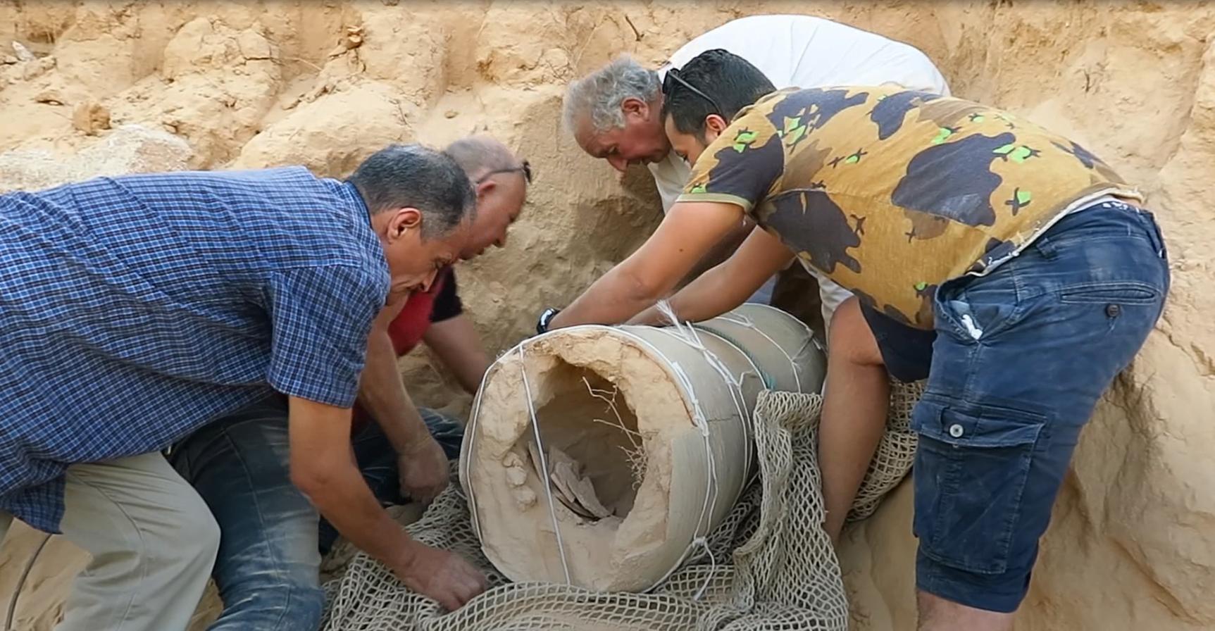 """Photo of 218 ترصد اكتشاف """"كنز أثري"""" في زوارة"""