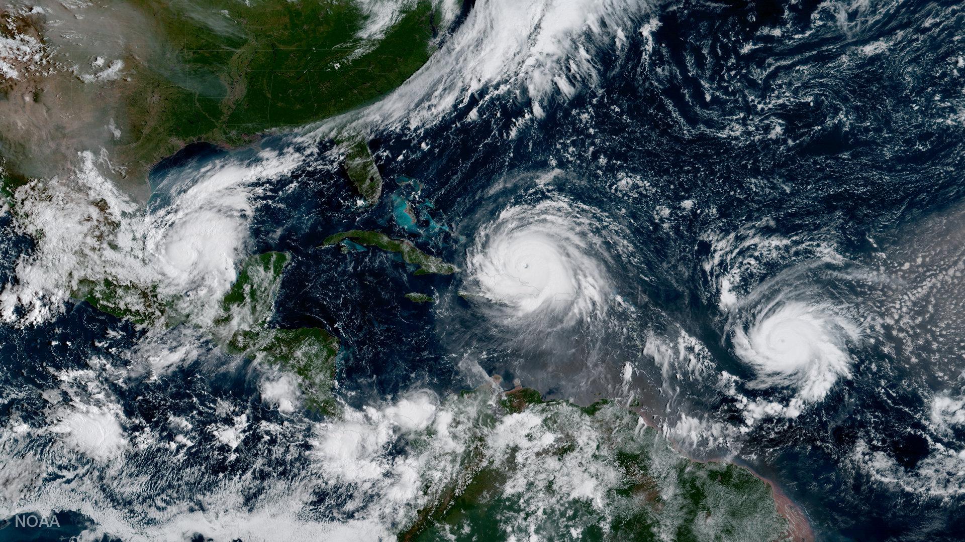 الإعصار هوزيه بجانب إرما