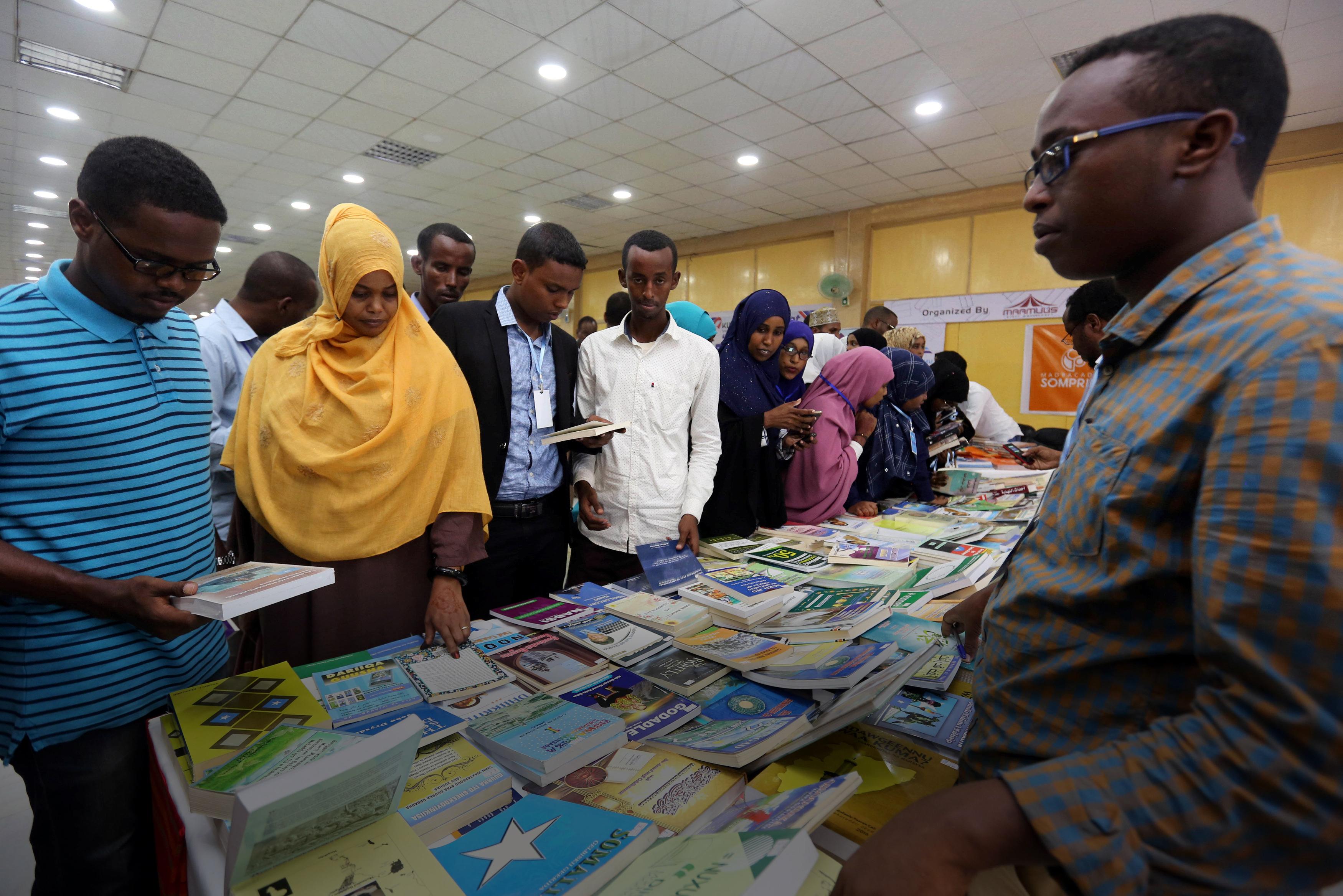 """Photo of معرض الصومال للكتاب يوفر """"استراحة من القنابل"""""""