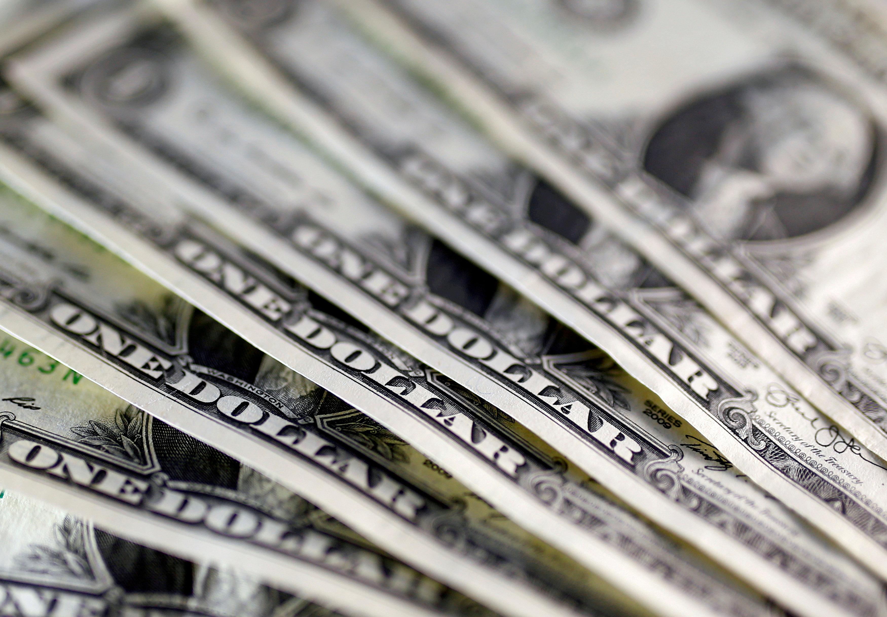 "Photo of الدولار يحقق ""رقما قياسيا"" في مكاسب 2017"