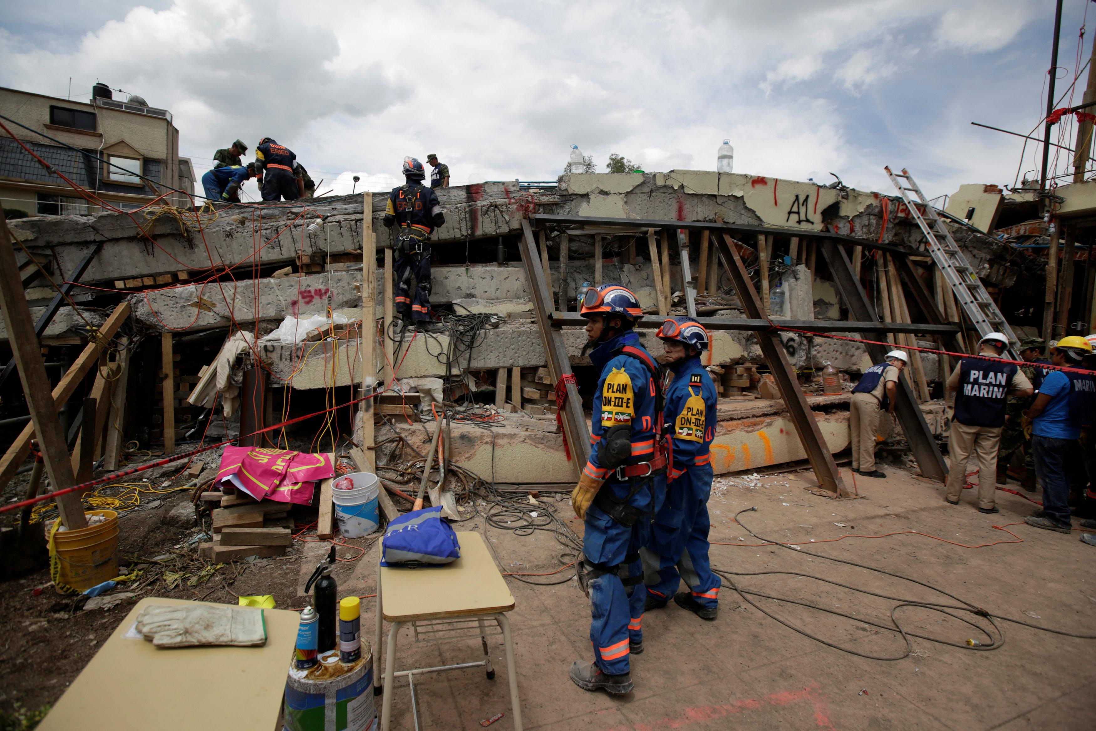 صورة لفرق الإنقاذ
