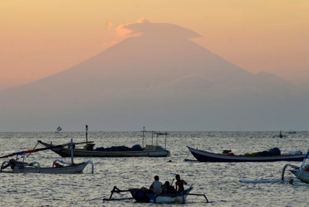 ثوران بركان في اندونيسيا