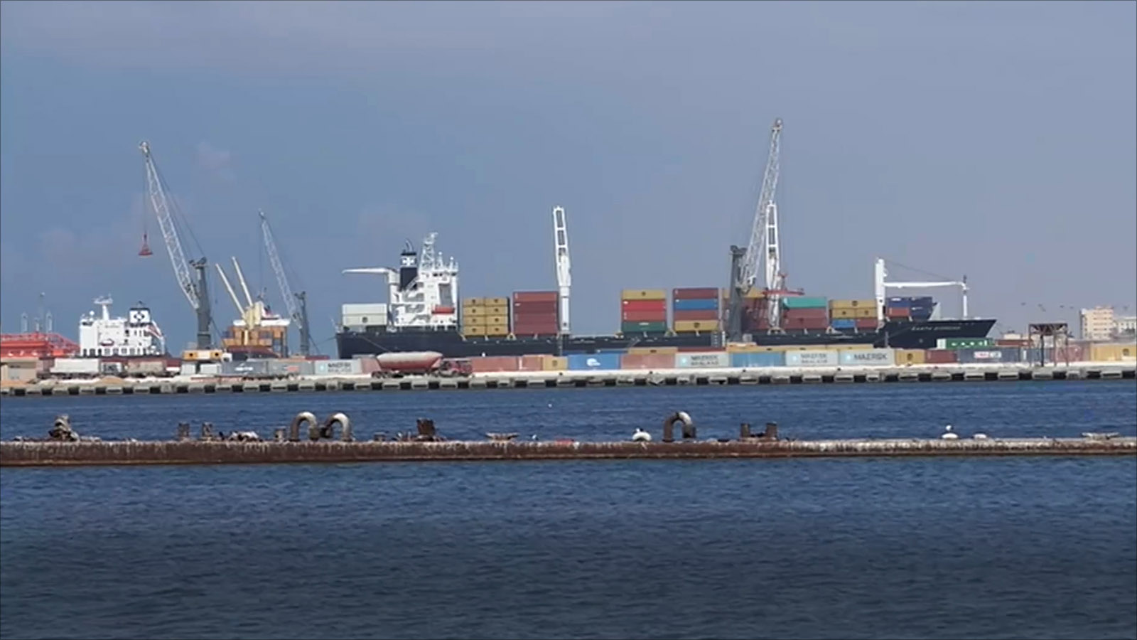 Photo of وصول شُحنة بضائع وسلع مُتنوعة لميناء بنغازي