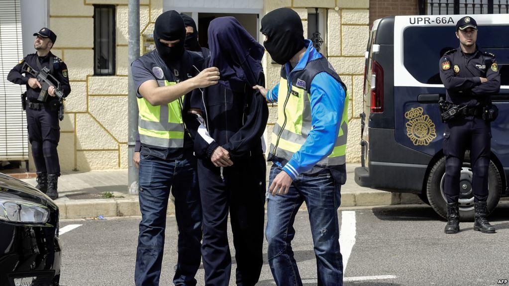 Photo of إسبانيا تعتقل مغربيا تتهمه بأنه على صلة بهجمات برشلونة