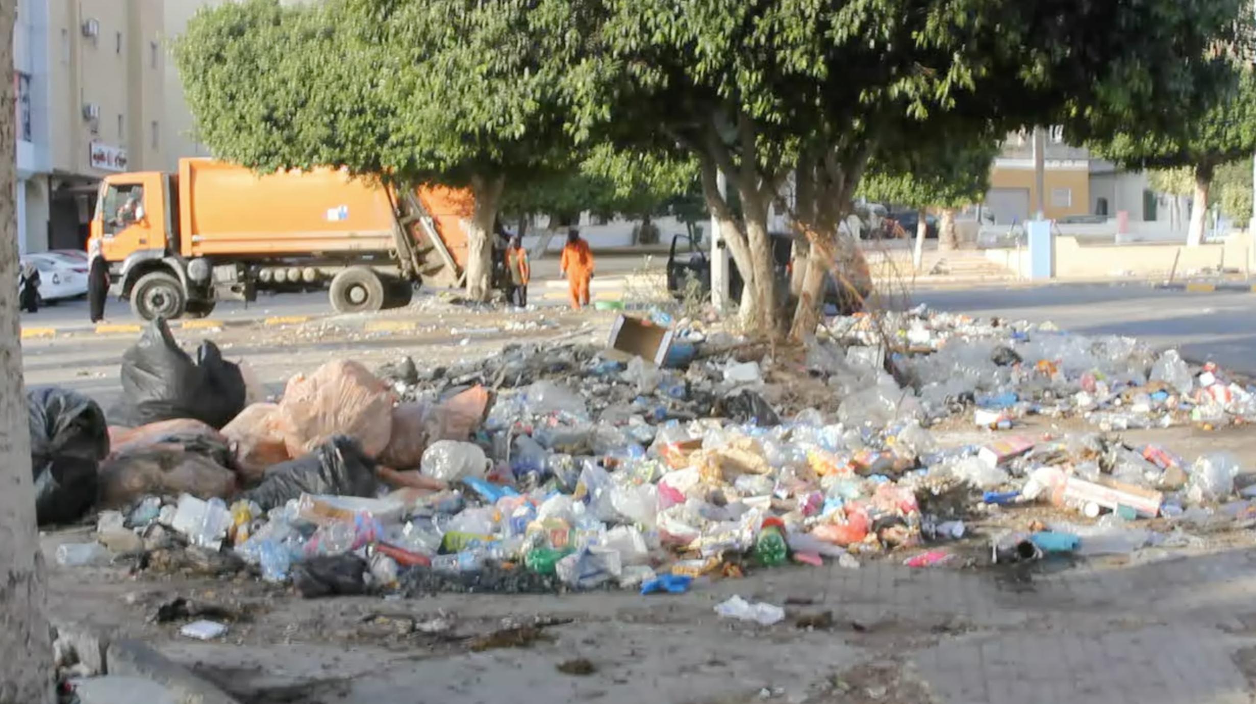 أكوام القمامة