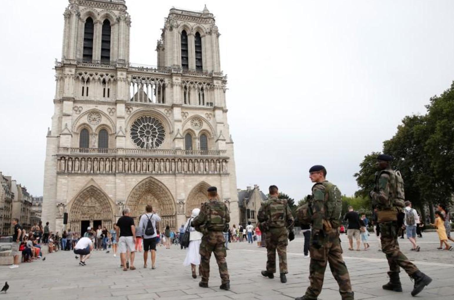 دوريات في فرنسا