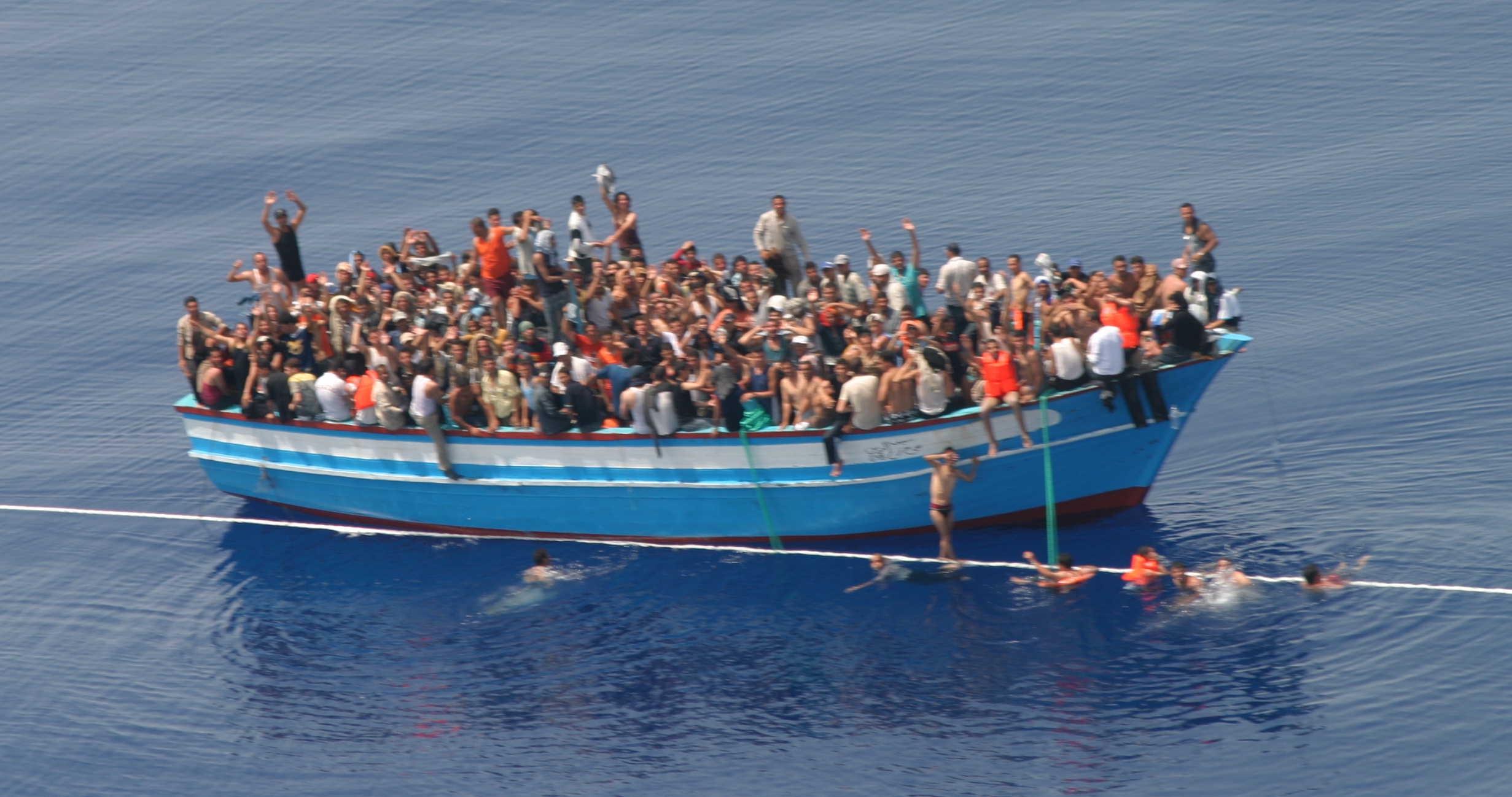 """صورة مصرع 485 مهاجرا في """"المتوسط"""" بعد انطلاقهم من ليبيا"""