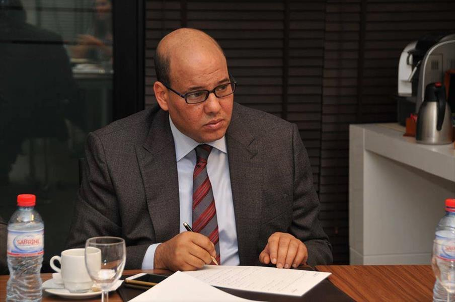 "Photo of ""المجبري"" يناقش اقتصاد سبها"
