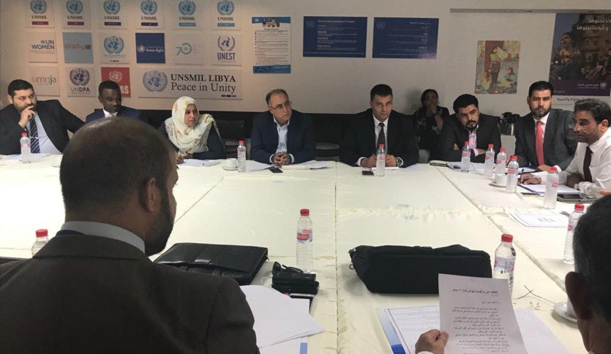 "Photo of اجتماعات تونس تواصل بحث صلاحيات ""الرئاسي والوفاق"""