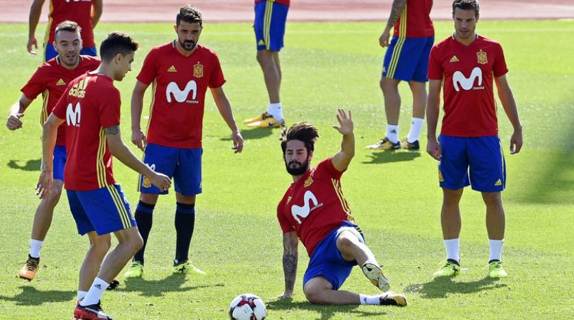 Photo of إسبانيا تصطدم بإيطاليا في مواجهة نارية نحو التأهل لموسكو