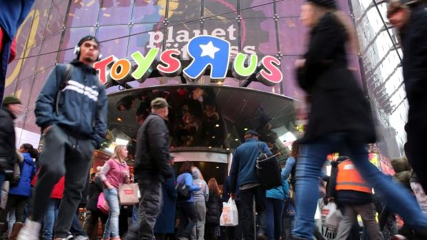 """Photo of متاجر """"Toys R Us"""" الشهيرة لألعاب الأطفال تعلن إفلاسها"""
